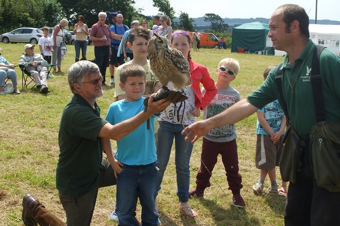 Falconry with keith Rawlings warden
