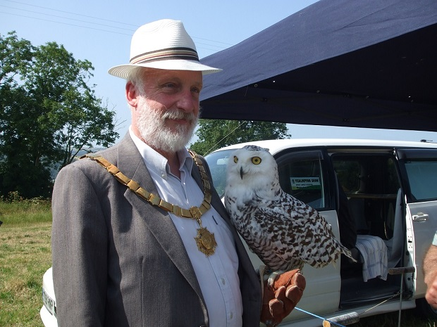 Owl Snowey with Mayor Cllr David Yates